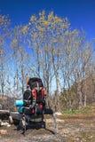 Vandra förberett för en vandring på naturlig bakgrund Royaltyfria Bilder