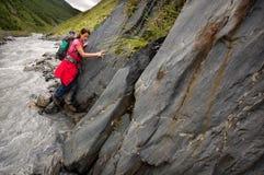 Vandring i Causasus berg, Georgia Royaltyfri Bild