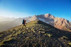 Vandring i Fann berg arkivbilder