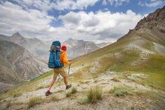 Vandring i Fann berg arkivbild