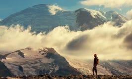 Vandring på Mt rainier arkivbild