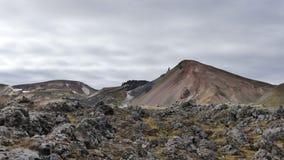 Vandring Skalli - Landmannalaugar, kort trek nära vid Hot Springs royaltyfri foto