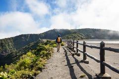 Vandring till vulkan royaltyfri fotografi