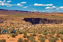 Vandringen till hästskokrökningen Arizona USA Fotografering för Bildbyråer