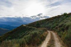 Vandringsled i bergen arkivbilder