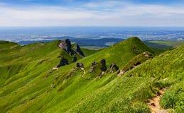 Vandringsled i Puy de Sancy Berg Arkivbild