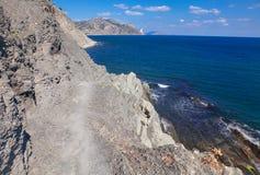 Vandringsled längs kusten Arkivfoto