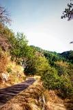 Vandringsled nära Chambon-Sur-gummilacka, Auvergne, Frankrike Fotografering för Bildbyråer