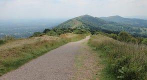Vandringsled på Malvern kullar i England Arkivfoto