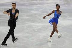 Vanessa James y Morgan Cipres de Francia se realizan en el programa de Team Event Pair Skating Short en los juegos 2018 de olimpi Fotografía de archivo