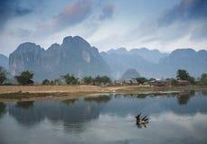 vang vieng的老挝河 免版税库存图片