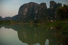 Vang Vieng石灰岩地区常见的地形风景 库存照片