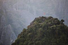 Vang Vieng ist eine Tourismus-orientierte Stadt in Laos Lizenzfreie Stockfotografie