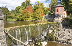 Vanhankaupunginkoski - cascada en el río de Vantaanjoki en vieja remolque Imagenes de archivo