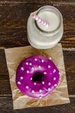 Vaniglia al forno fresca Bean Iced Doughnuts Immagini Stock Libere da Diritti
