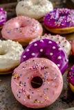 Vaniglia al forno fresca Bean Iced Doughnuts Fotografia Stock Libera da Diritti