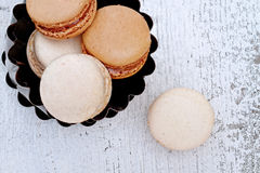 Vaniglia e cioccolato Macarons Immagini Stock Libere da Diritti