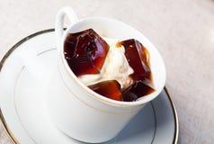 Vaniljglass med kaffegelé Arkivbilder