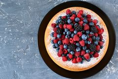 Vanilla cake with creamy cream and berries: blueberries royalty free stock images