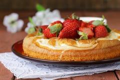 Vanilla cake with fresh strawberries Royalty Free Stock Photo