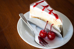 Vanilla cake topping with cherry sauce Stock Photography