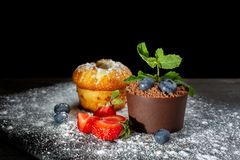 Vanilla cap cake and chocolate dessert in a pot on a black slate covered with powdered sugar-2. stock photos