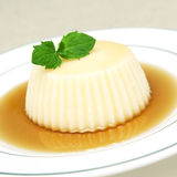 Vanilla and caramel pudding Royalty Free Stock Photos