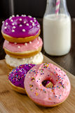 Vanille cuite au four fraîche Bean Iced Doughnuts Image stock