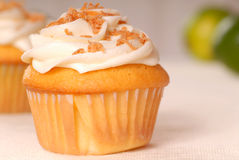 Vanille cupcake met buttercream het berijpen Stock Foto