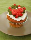 Vanille Cupcake met Kroon bij het Berijpen Stock Afbeelding