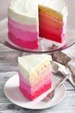 Vanille-Kuchen in rosa Ombre Stockfotografie