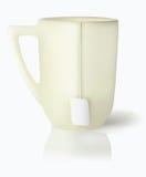 Vanillebecher mit weißem Teekennsatz auf Netzkabel Stockbilder