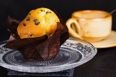 Vanillemuffin mit Schokoladensplittern Stockbild