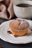 Vanillemuffins met verse koffie voor ontbijt Stock Afbeeldingen