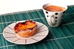Vanillepudding scharf und ein Kaffee Lizenzfreies Stockbild