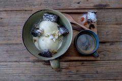 Vanilleroomijs met koffie Stock Fotografie