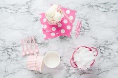 Vanillia-Eiscreme in einem Rosa streifte Schüssel ab Stockfotografie
