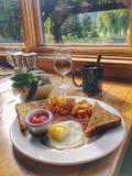 Vanlig kontinental frukost men stort royaltyfria foton