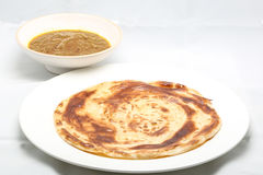 Vanliga Ghee Fried Paratha med curry da Royaltyfri Bild