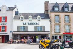 Landscapes and architectures of Brittany. Vannes, France - August 7, 2017: The houses and the open air restaurants of  Le Dressay street along the canal of the Stock Photos