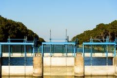 Vannes sur la rivière Image stock