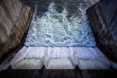 Vannes sur la rivière de Dambovita, Bucarest Images stock