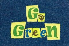 VANNO il collage VERDE di parola del testo, il tessuto variopinto su denim blu, l'ambiente e l'ecologia fotografie stock libere da diritti
