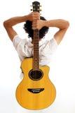 Vanno le gente - chitarra sul suo indietro Fotografia Stock Libera da Diritti