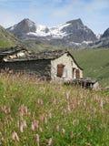 Vanoise; 有小屋的阿尔卑斯 库存照片