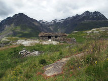 Vanoise; 有小屋的阿尔卑斯 免版税库存图片