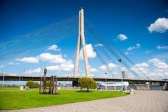 Vansu在里加,拉脱维亚缆绳停留了在道加瓦河河的桥梁 库存照片