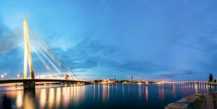 Vansu bro i Riga, Lettland Omslagsbro Kabel-bliven bro Fotografering för Bildbyråer
