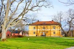 VANTAA, 20,2015 FINLAND-APRIL: Oude architectuur bij HAMEENKYLAN stock afbeelding
