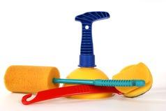 Vantuz (tuffatore) e spazzole per pulire la toletta fotografia stock libera da diritti